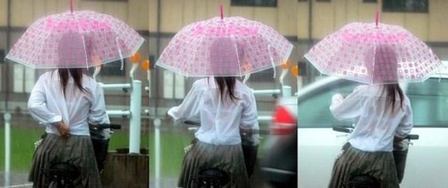 服が濡れて下着が透けて見えてる女の子 (11)