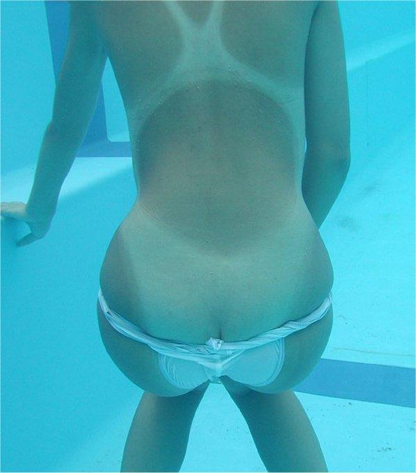 競泳水着の跡がクッキリ残った肌がセクシー (12)