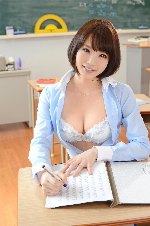 セクシーすぎる先生が教室にいたら我慢できない (3)