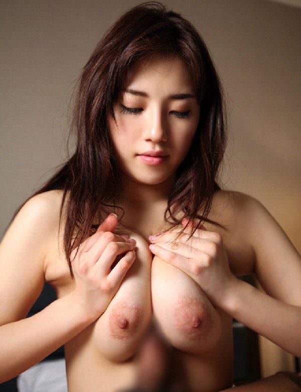 デカい乳房でしっかり挟んで快感プレイ (20)