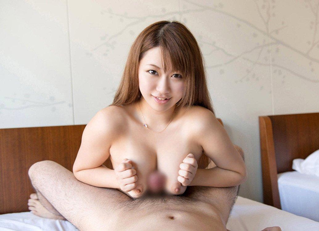 デカい乳房でしっかり挟んで快感プレイ (13)