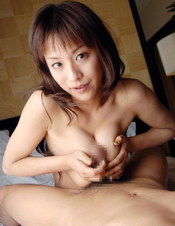 デカい乳房でしっかり挟んで快感プレイ (11)