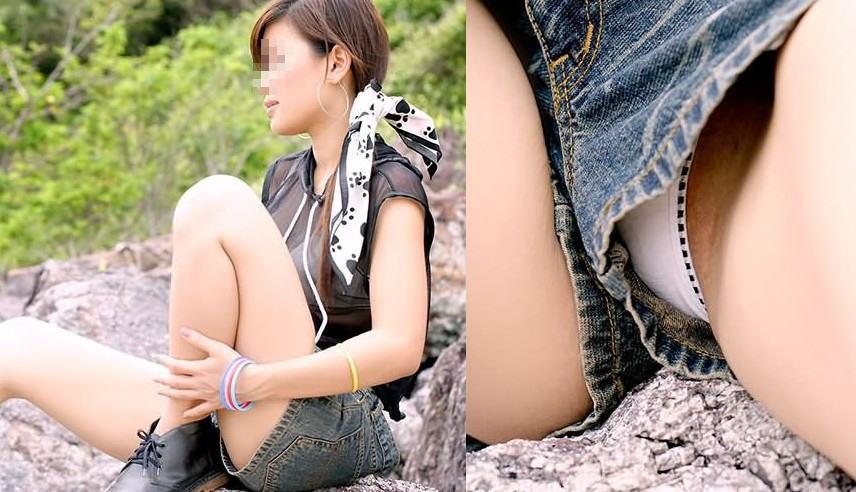 ショートパンツから見えている下着のエロさ (3)