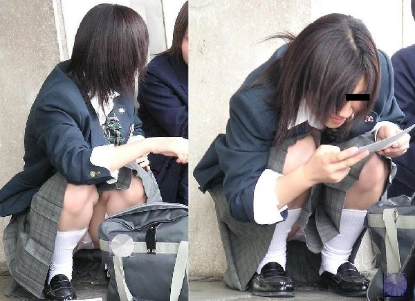 下着を見せたまま座っている女の子 (17)