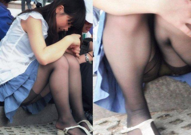 下着を見せたまま座っている女の子 (2)