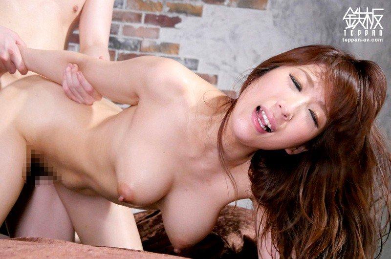 巨乳の奥様が性欲を満たすためにハメまくる、彩奈リナ (19)