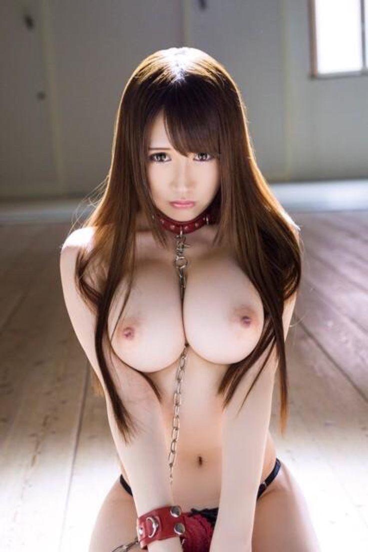 デカい乳房の魅力が高い裸の女の子 (10)