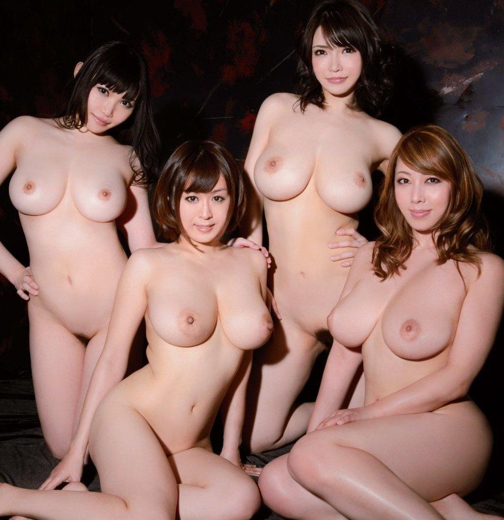 デカい乳房が何個も同時に見れちゃう (1)