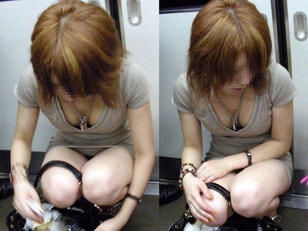 電車の中はオッパイを覗かれるスポットかも (8)