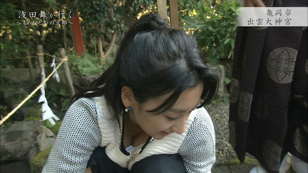 不覚にも乳房を見せてしまったタレントさん (4)