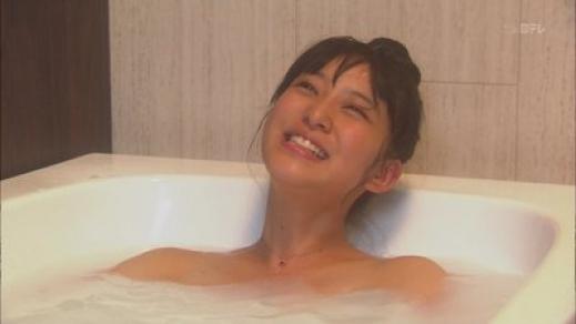 おっぱいが見えそうな女優やアイドルの入浴場面 (4)
