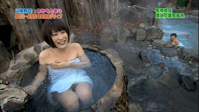 おっぱいが見えそうな女優やアイドルの入浴場面 (15)