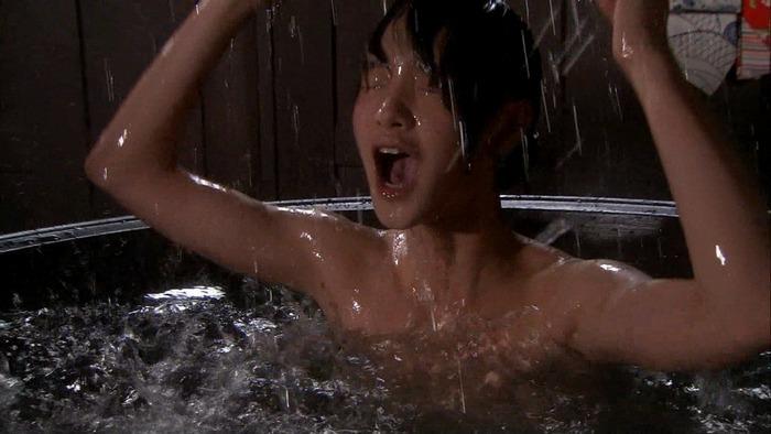おっぱいが見えそうな女優やアイドルの入浴場面 (10)