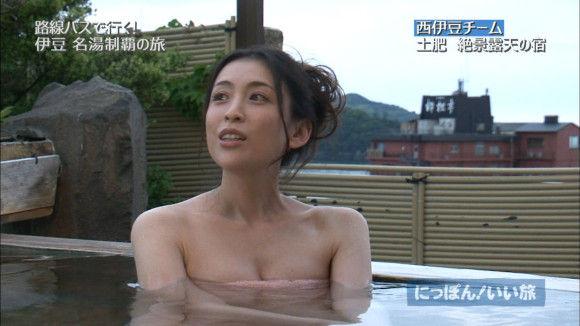 おっぱいが見えそうな女優やアイドルの入浴場面 (14)