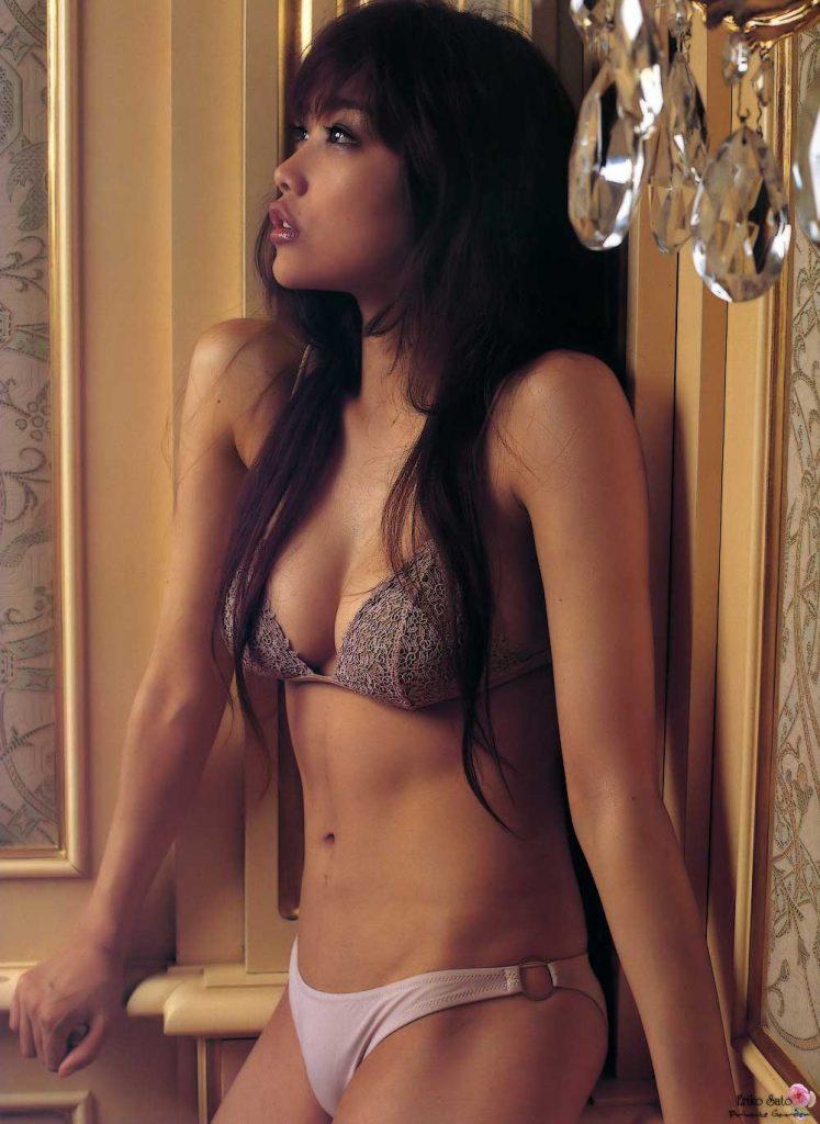 アイドルや女優がランジェリーだけのセクシーボディを披露 (5)