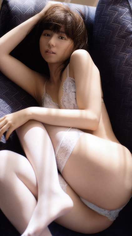 アイドルや女優がランジェリーだけのセクシーボディを披露 (3)