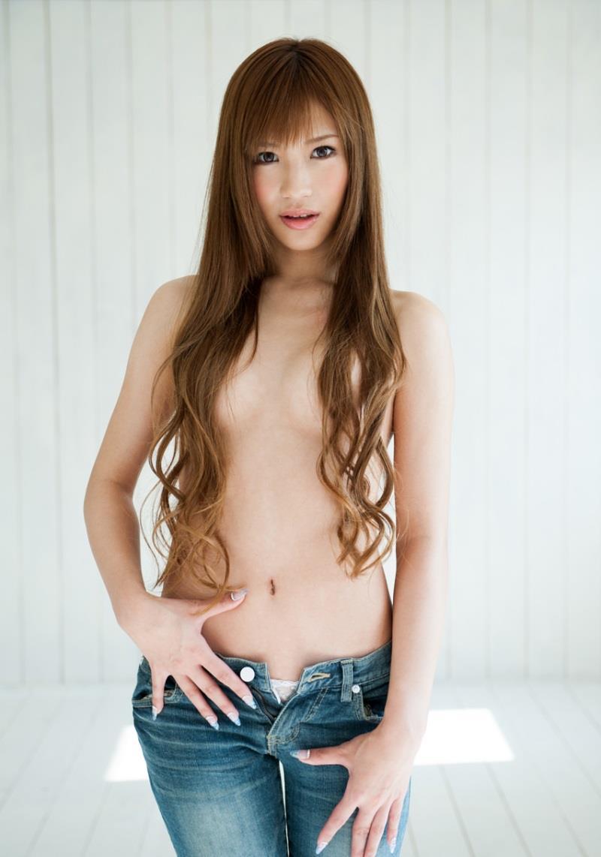 長い髪の毛をオッパイに垂らして乳頭だけ隠すワザ (5)