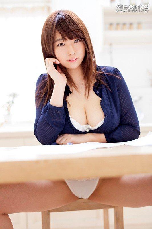 巨乳を揺らして悶絶SEXをする、松本菜奈実 (2)
