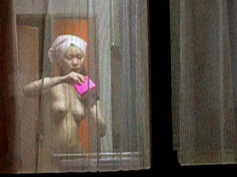 民家の部屋で裸になってる女の子が丸見え (11)