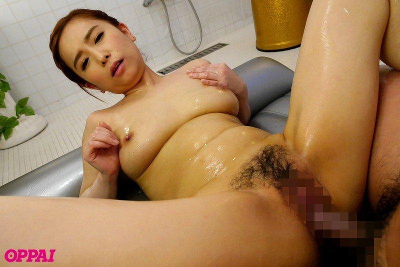 ムッチリした体で濃厚なSEXをする、笹倉杏 (18)