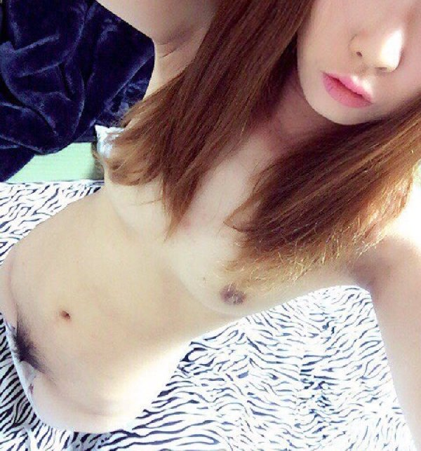 おっぱいや全裸の写メを自分で撮っちゃう子 (17)