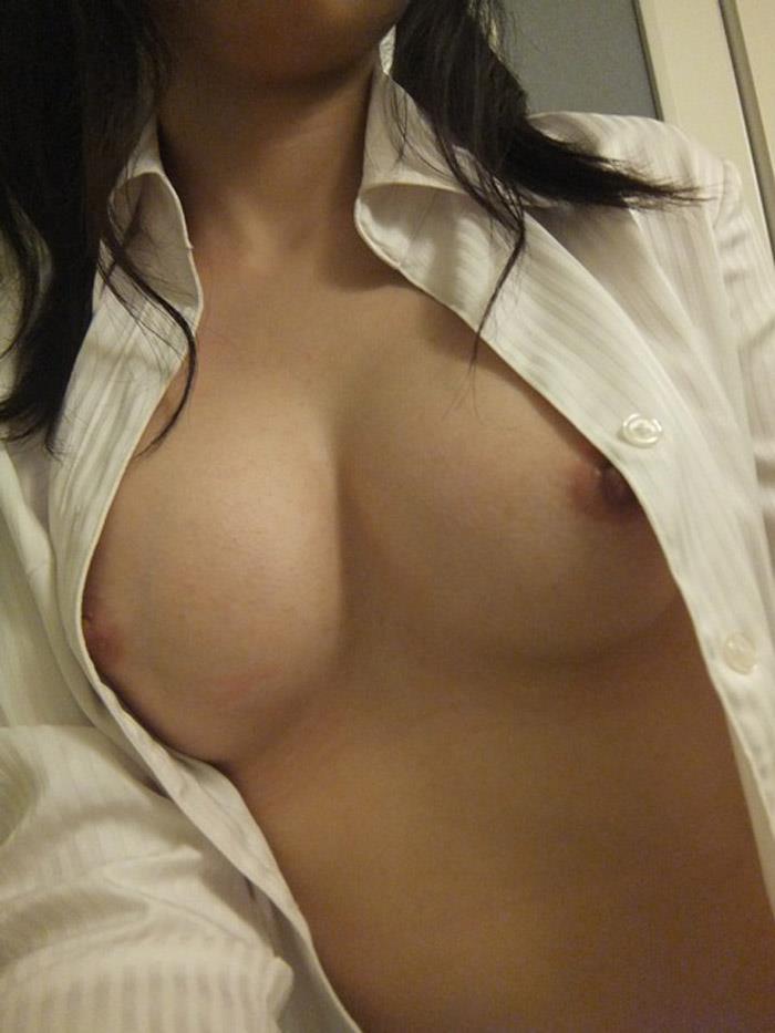 裸の写真を自分で撮影して見せちゃう女の子 (11)