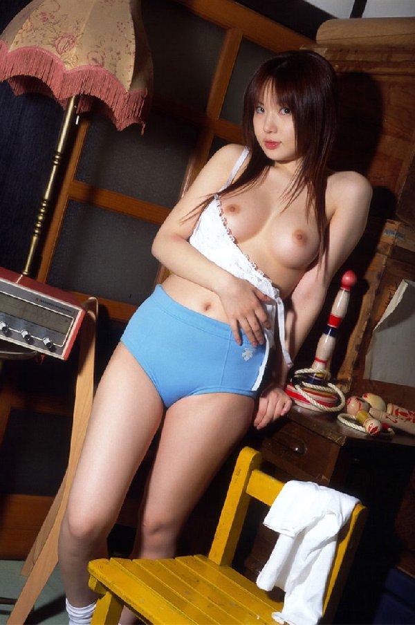 ブルマを穿いた女の子が裸になっちゃった (17)