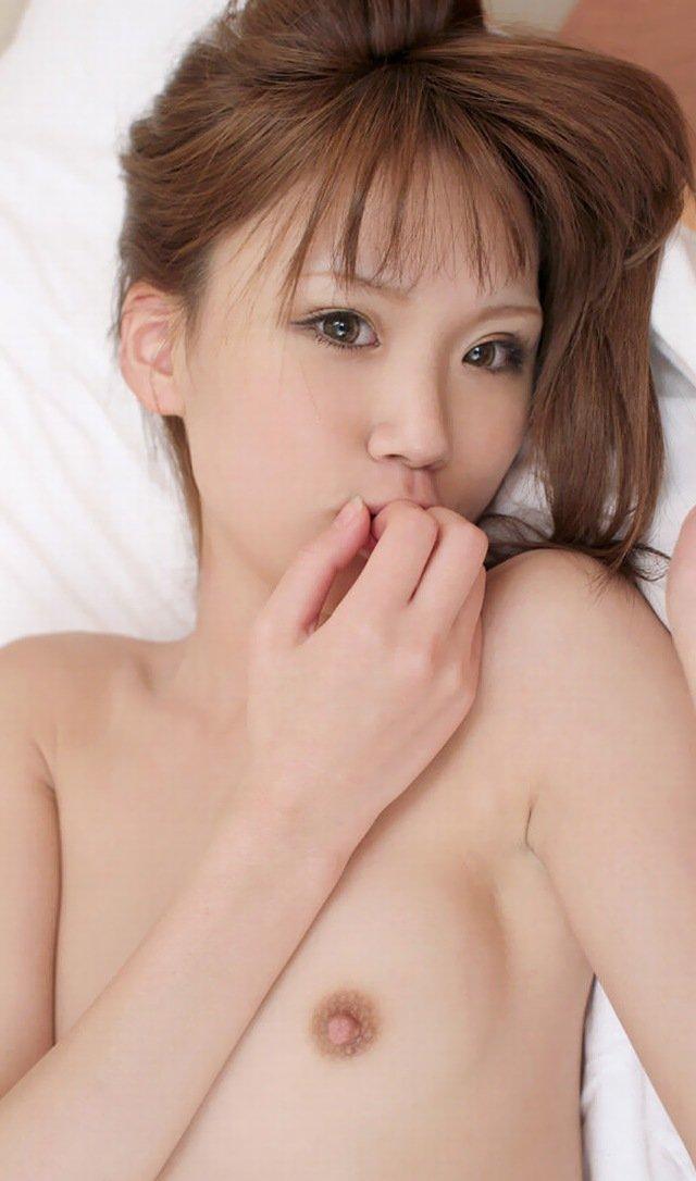 ちっちゃい乳房も素敵な女の子 (18)