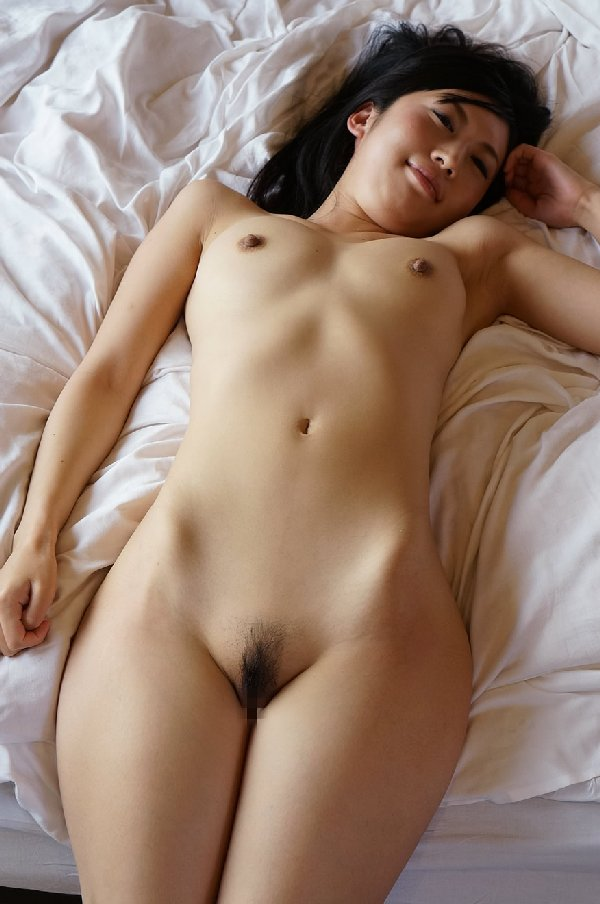 ちっちゃい乳房も素敵な女の子 (16)
