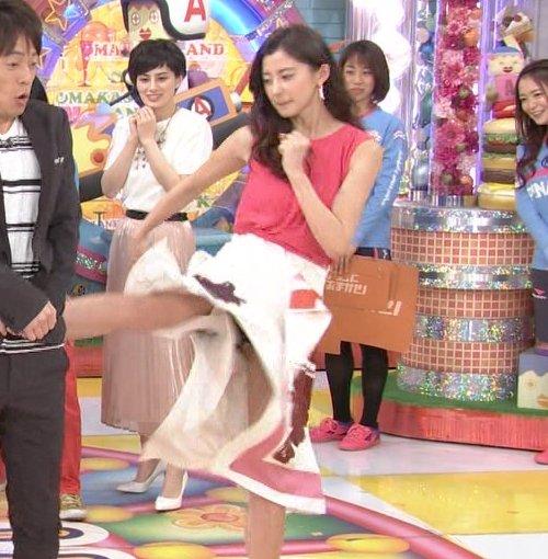 TV番組で下着がチラ見えしてしまったシーン (1)