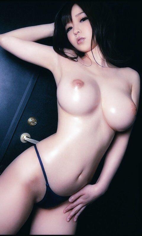 でっかくて柔らかい乳房 (8)