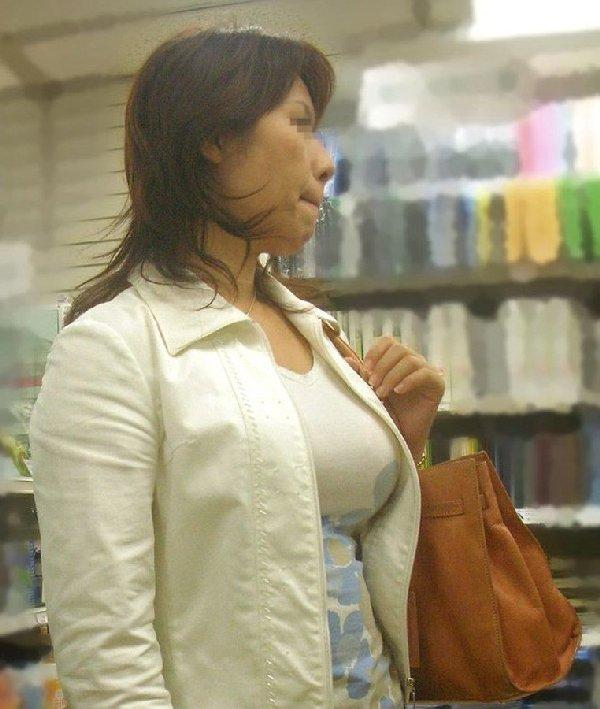 乳房がハチ切れそうなくらい膨らんでる素人さん (14)