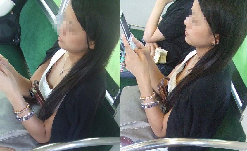乳房や乳頭が座っている女の子から見えてる (10)