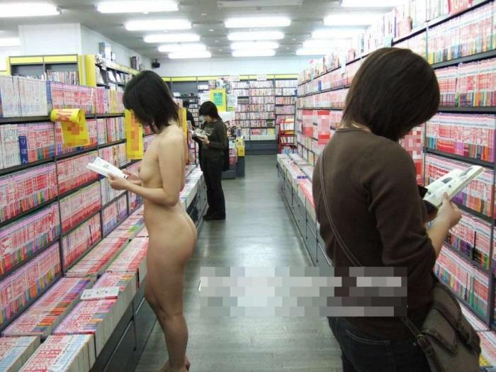 客も店員もいるのに脱衣しちゃう素人さん (6)