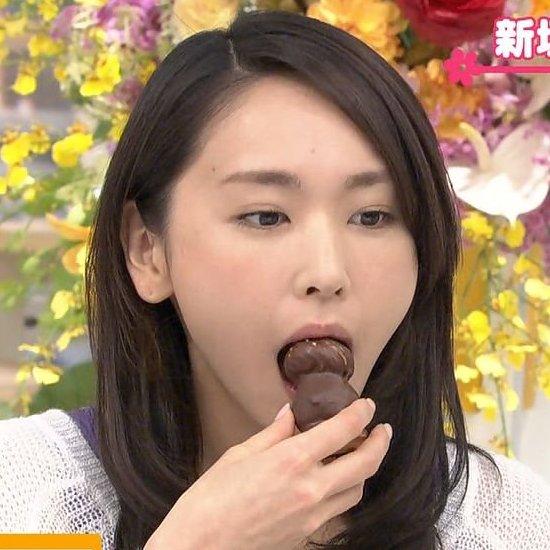 テレビで食べるシーンはフェラチオそのもの (1)