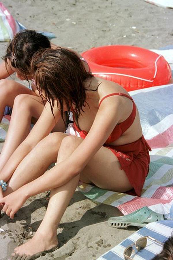 水着から乳首やケツが見えてる (6)