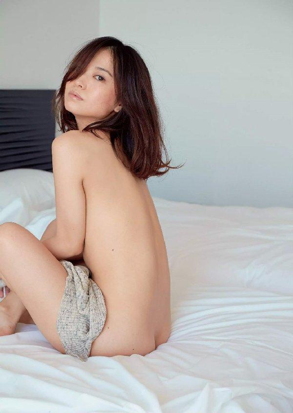 アイドルの生の美尻が眩しいくらいにエロ綺麗 (16)