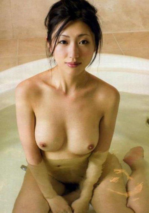 美しい芸能人の全裸に見惚れちゃう (11)