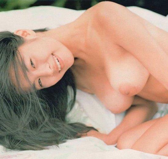 美しい芸能人の全裸に見惚れちゃう (1)