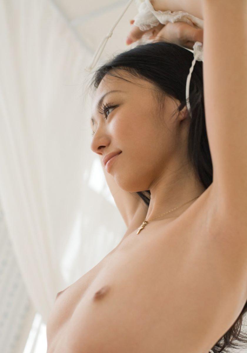 乳房が小さいけれど美しいオッパイ (3)
