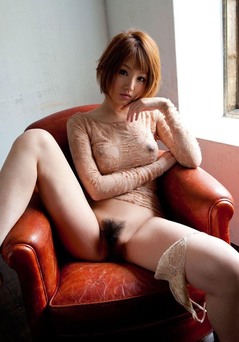 M字開脚で大事な部分を丸出しにする女の子 (7)