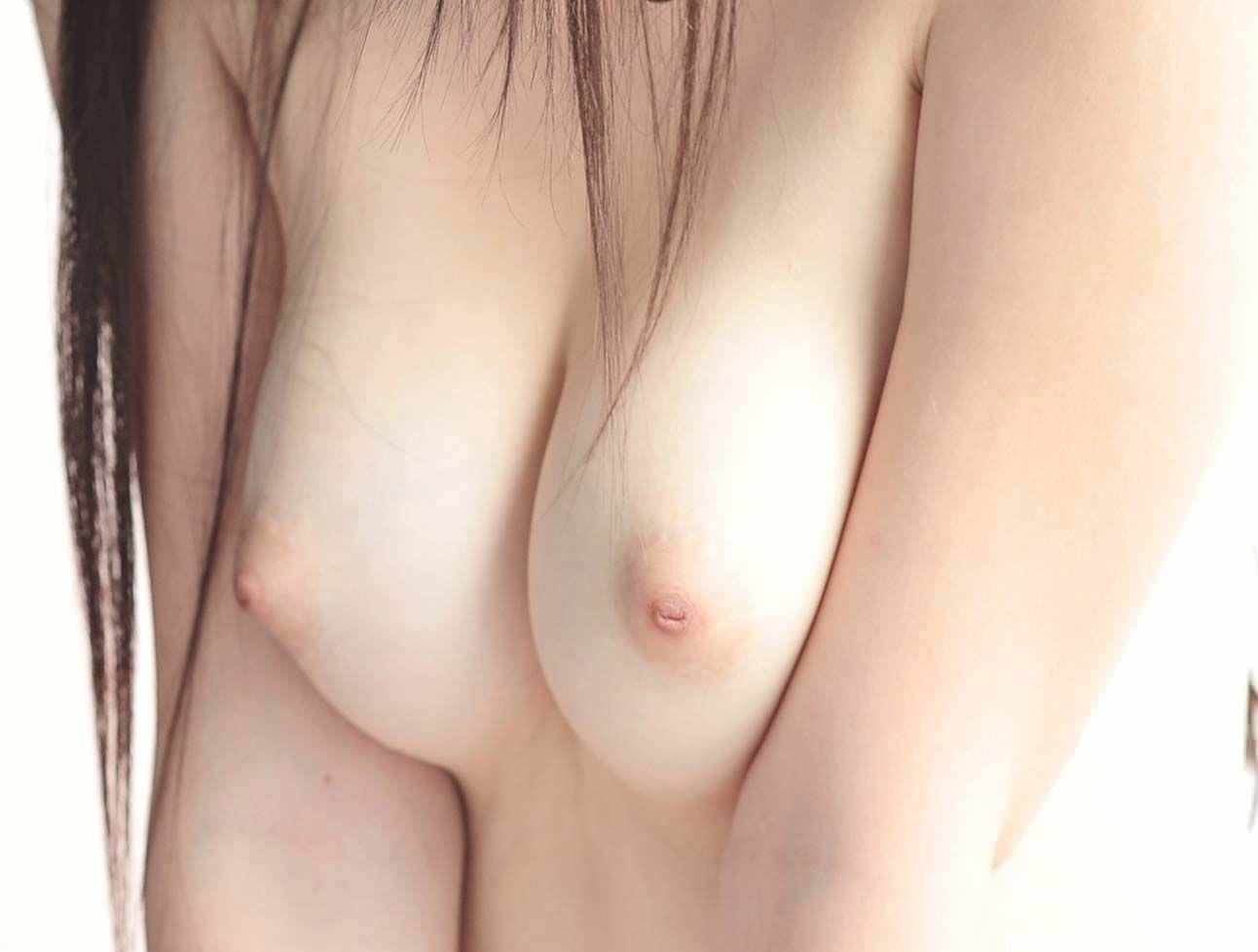 色素が薄い乳頭の色が一番エロい (7)