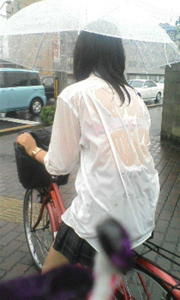 女子高生の背中から下着が透けてる (10)