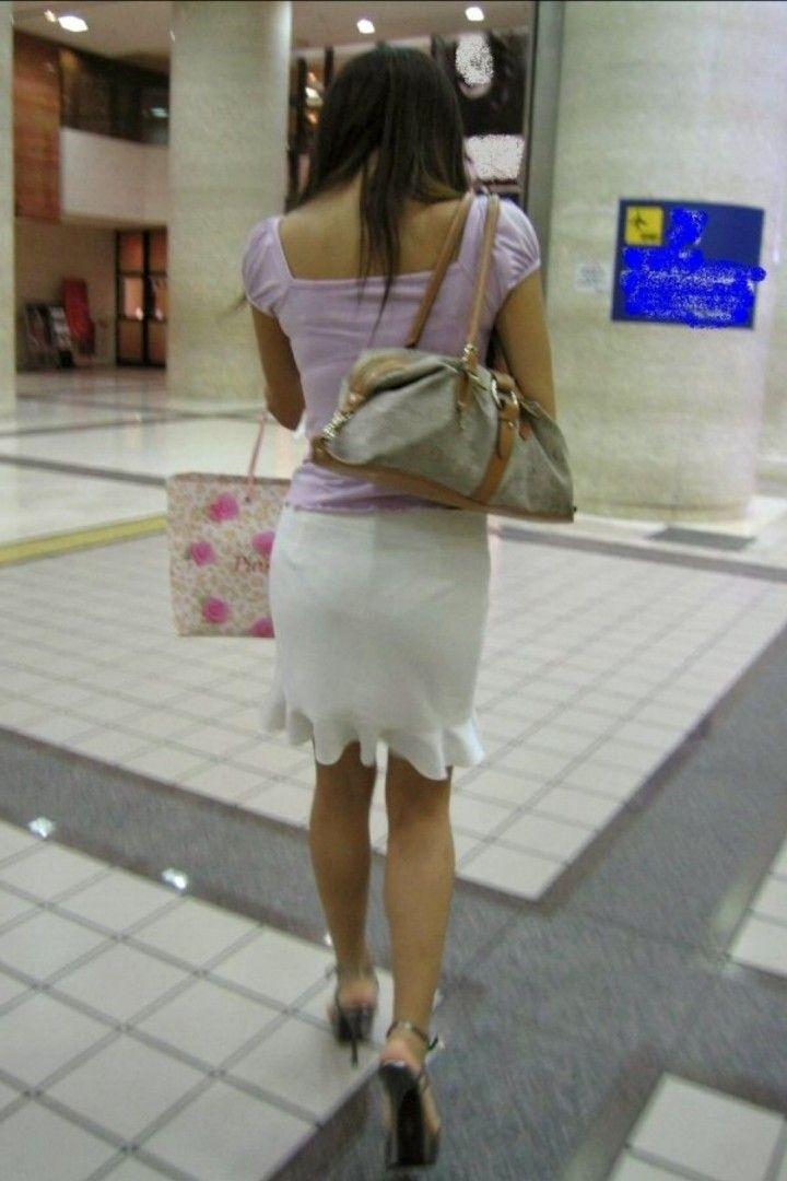 下着が透けて見えている女の子 (4)