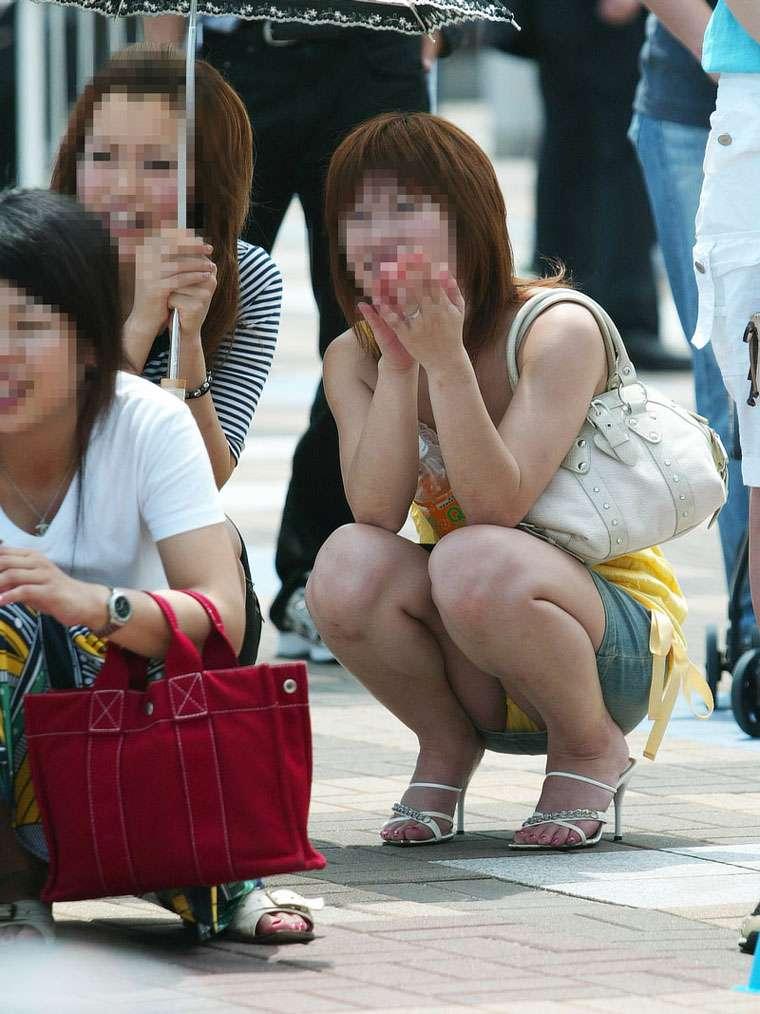 股間の付近から下着が見えまくりな女の子 (6)