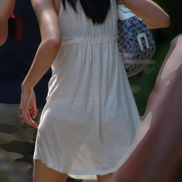 【H,エロ画像】暑い夏は薄着になるからすぐパンティが透けて見えて困るwww ほか