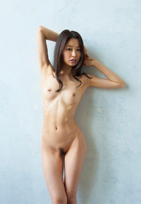 腋の下と乳房を舐めたくなる (17)