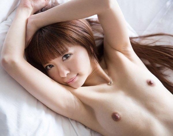 腋の下と乳房を舐めたくなる (14)