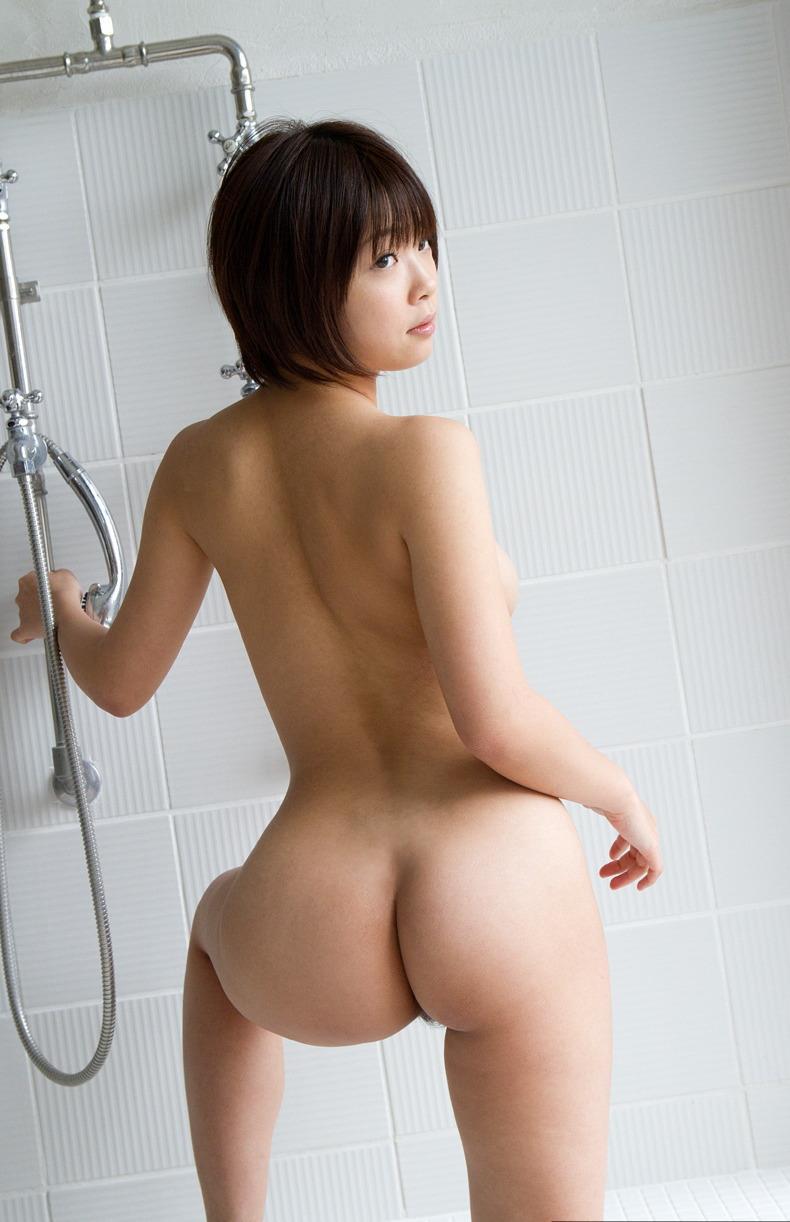 下着を脱いだヒップを触りたい (7)
