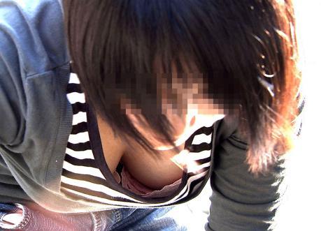 おっぱいの谷間がエロい素人さん (5)